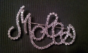 MOLES Clear Crystal Scripted Pin - Large