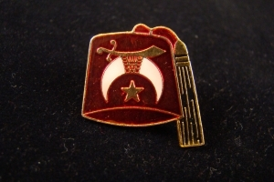 Shriner red fez pin